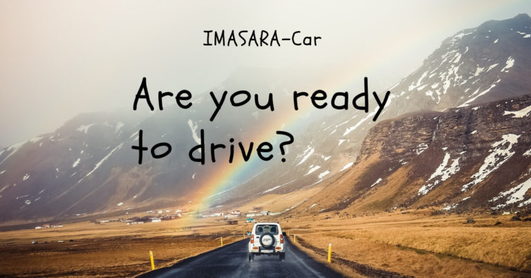虹に向かって走る車