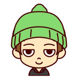 緑の帽子の子がニッコリ笑っている