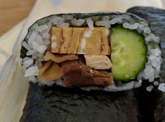 巻き寿司の断面の写真