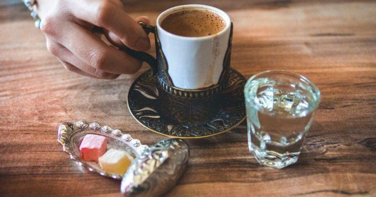 コーヒーとターキッシュデライトの写真