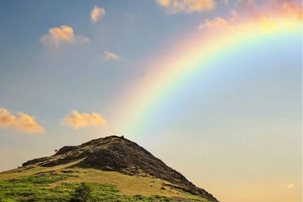 虹と山の写真