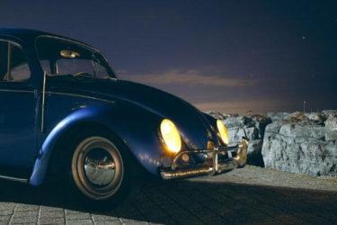 車のヘッドライトの写真