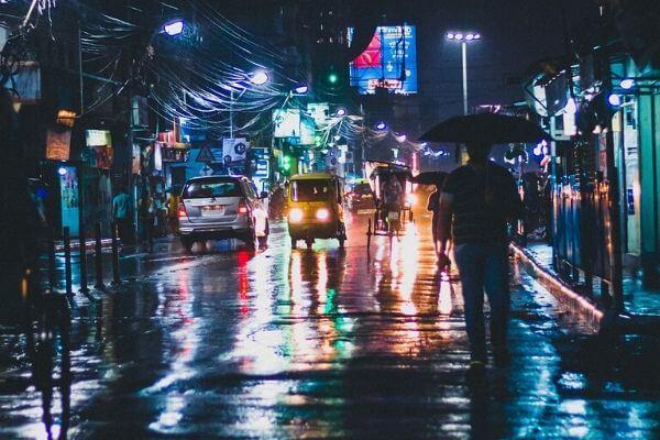 雨に濡れた道路の写真