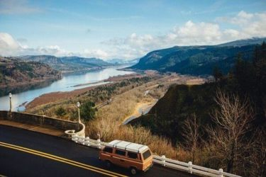 山と川の美しい景色の写真