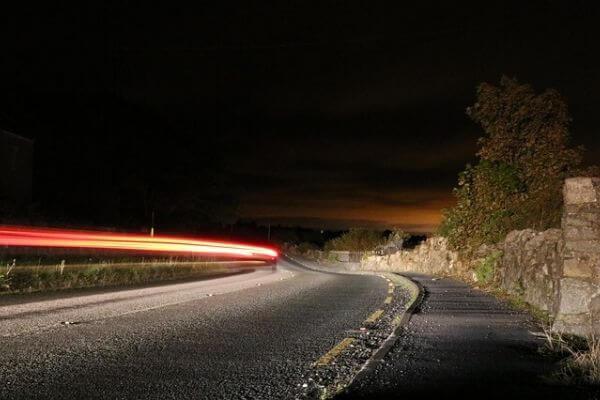夜の道路の写真