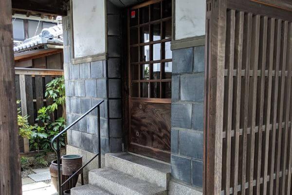 渡邉亭の玄関の写真