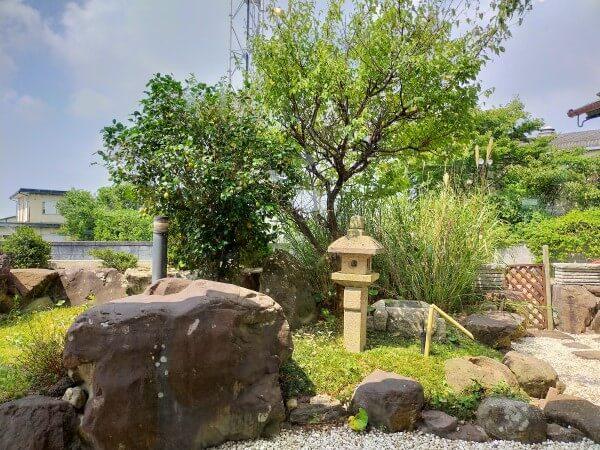 ほうらく堂の庭の写真