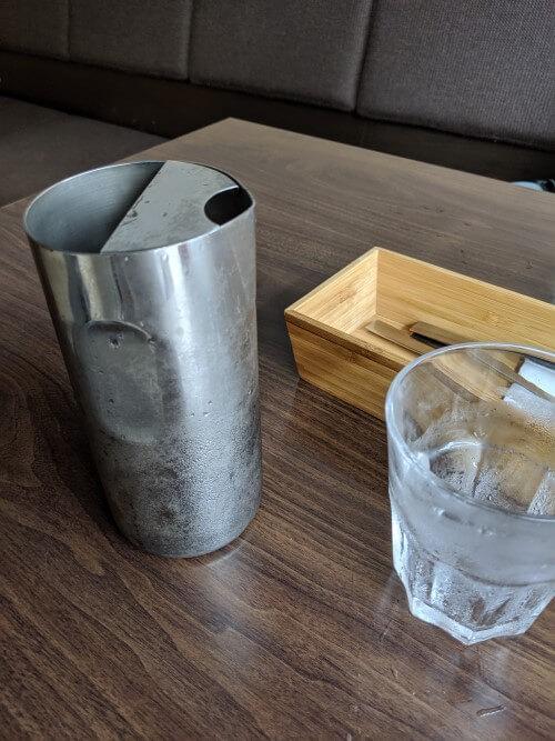 ドットカフェの水の写真