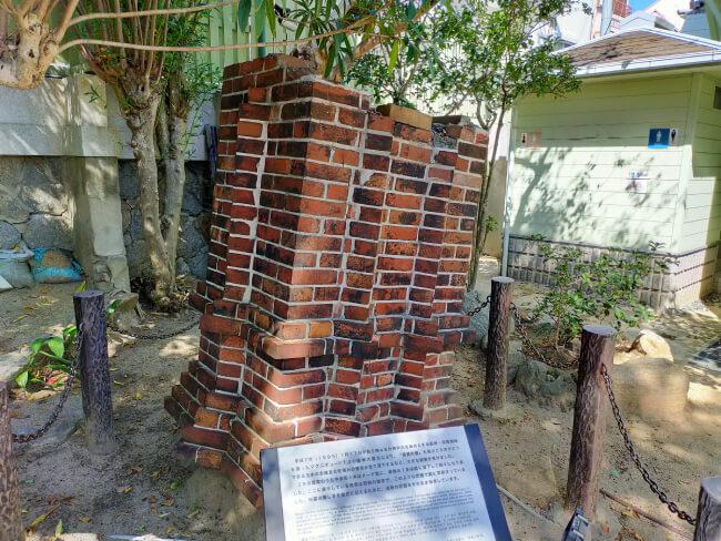 落ちた煙突の写真